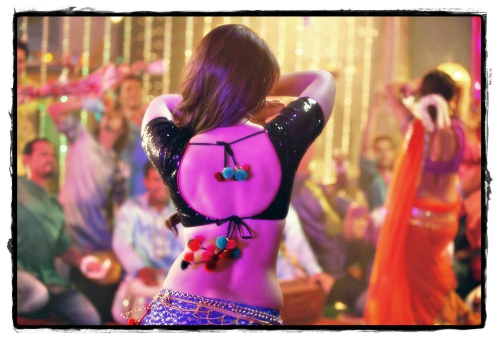 Kareena-Kapoor-in-Fevicol-se-from-Dabangg-2